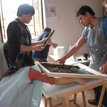Students placing the printing paper under the screen