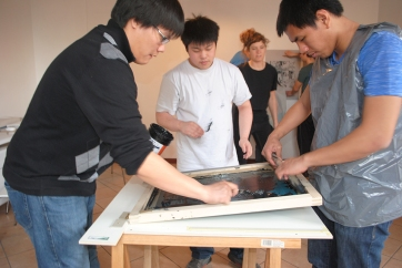 Students spreading ink on the screen